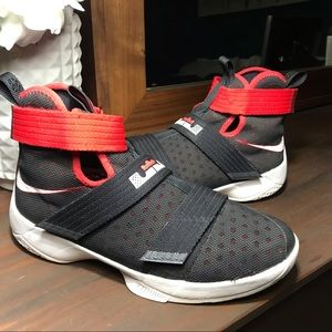 Youth black red Nike Lebron Soldier 10 X EUC